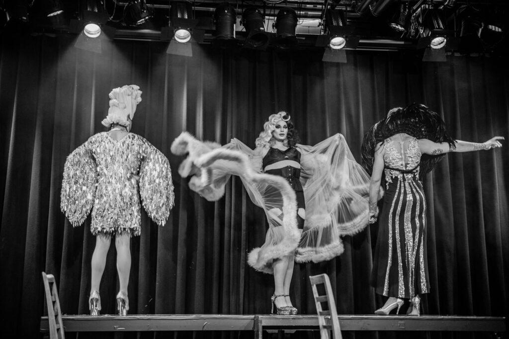 Milky Diamond auf der Bühne in Drag am Community Musical
